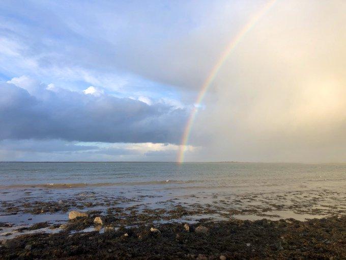 Regenbogen am Meer